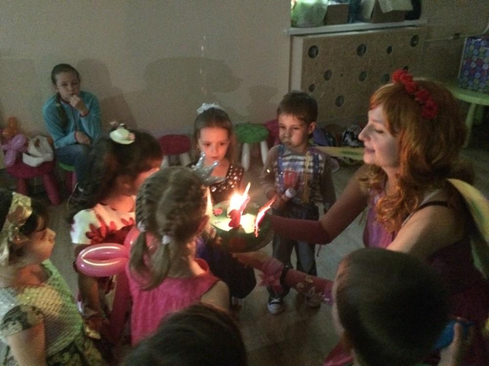 Веселый день рожденья в семейном клубе Маняня
